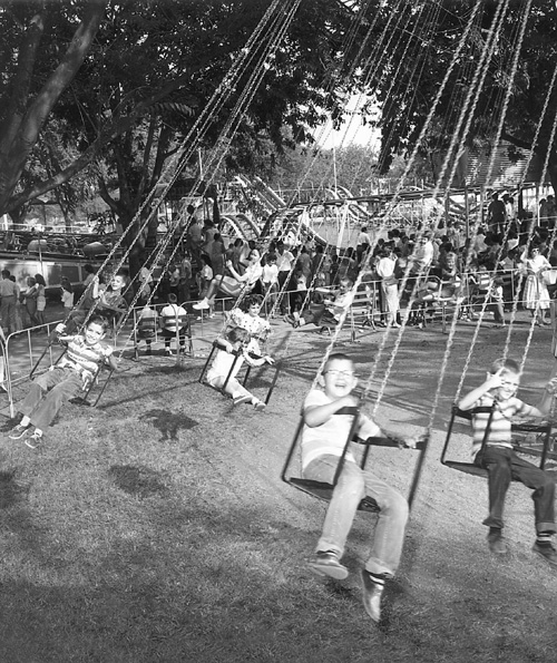 [Image: 07-ChairSwings.JPG]
